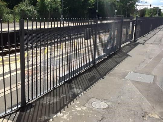 Mid Platform Safety Railing